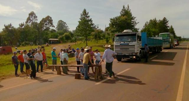 Vecinos cortaron la ruta 14 reclamando mejoras en los caminos terrados en SanPedro