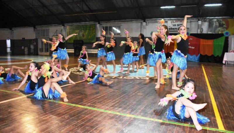 La escuela municipal de aeróbic realizó el cierre delaño