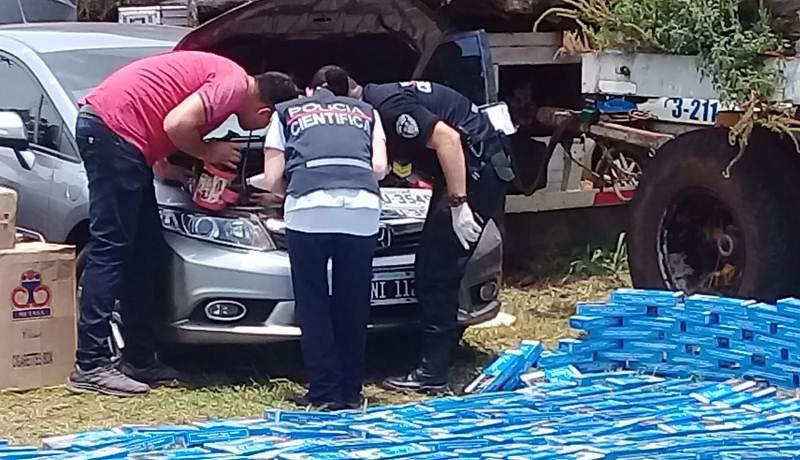 La Policía incautó un lujoso auto robado en Brasil que estaba repleto decigarrillos