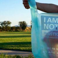 Las bolsas hechas de MANDIOCA que se convierten en agua