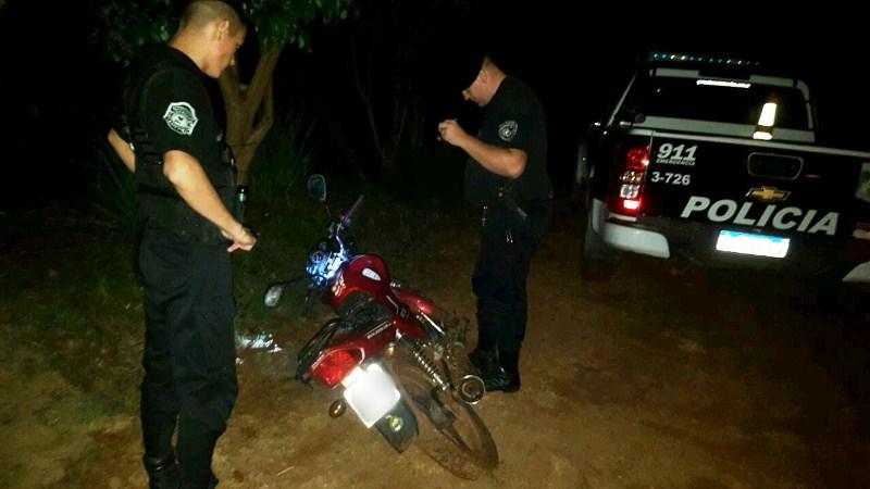 Vieron a dos sujetos intentando ocultar una moto robada, uno fue demorado pero esmenor