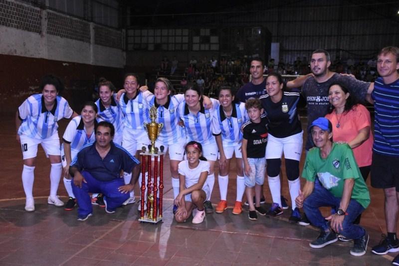 Jugadora de Boca y la selección participó del futsal solidario a beneficio del HogarSapucay