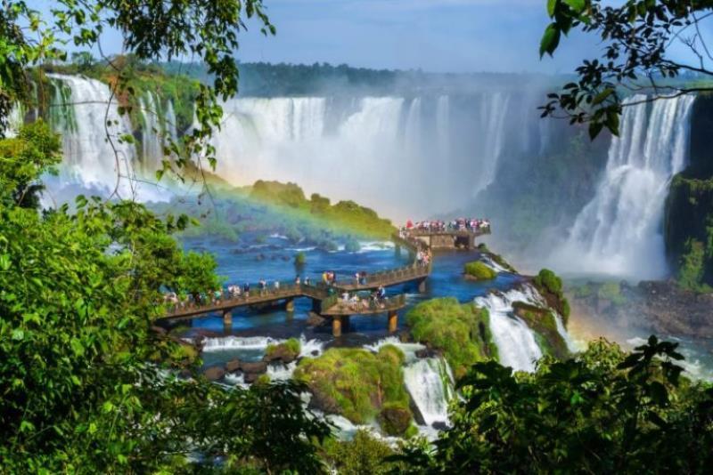 Planean reanudar las actividades turísticas en las Cataratas del ladobrasileño