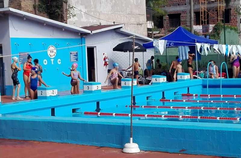 Siguen creciendo los torneos de natación en el Oberá TenisClub