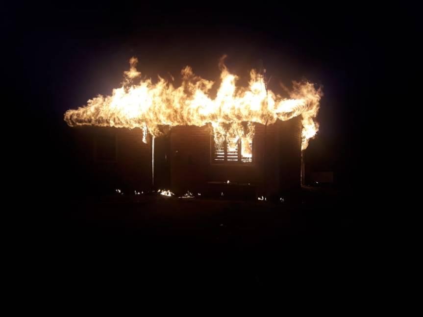 Incendio consumió una vivienda mientras el dueño estaba enOberá