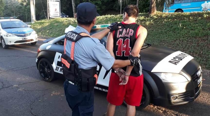 Civil detuvo y entregó al sujeto que le robó la billetera mientrascaminaba