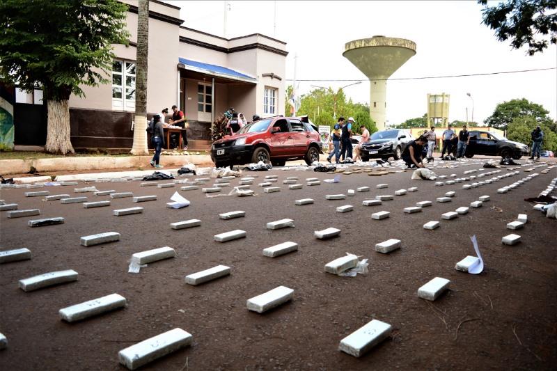 """Interceptaron vehículo """"narco"""" con 488 panes de marihuana, hay dosdetenidos"""