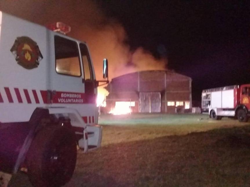 Incendio destruyó galpón de una empresa deembalajes