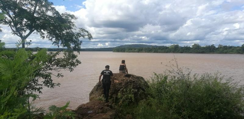 Asistieron a una joven que deambulaba por la costa del RíoUruguay