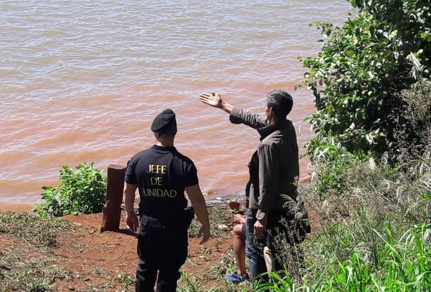Hallaron muerto a un joven a la vera del RíoUruguay