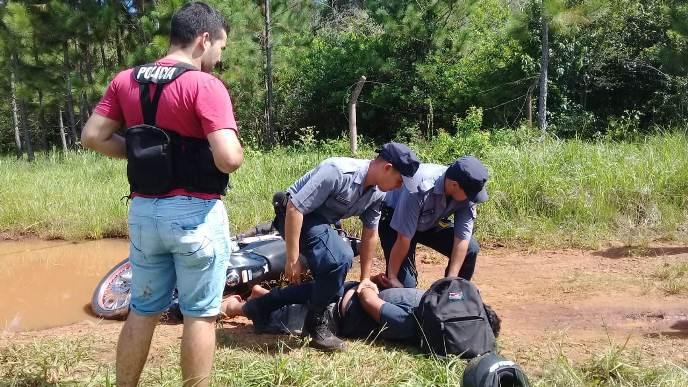 """Persiguieron y atraparon a """"Motonarco"""" que llevaba más de 12 kilos demarihuana"""