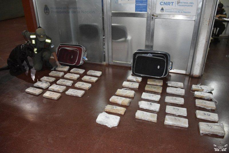 Secuestran más de 35 kilos de marihuana en dos valijas dentro de uncolectivo