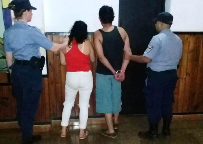 Sujeto y su hermana atacaron a policías con cuchillos en un bar y quedarondetenidos