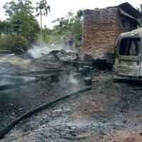 Fuego consumió una casa, una moto y una camioneta
