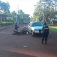 Un policía cayó de la moto y fue atropellado por un auto