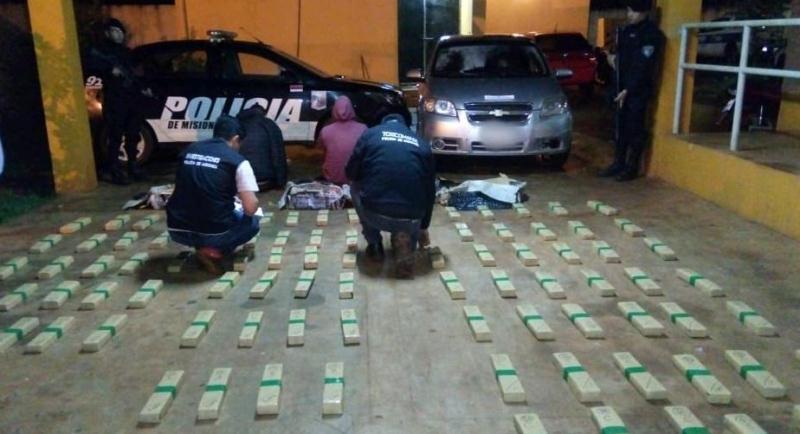 Atraparon a narcos con marihuana valuada en 4 millones depesos