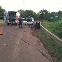 Motociclista despistó y abandonó herido a su acompañante en la rotonda
