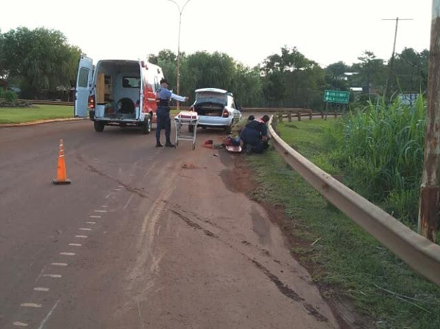 Motociclista despistó y abandonó herido a su acompañante en larotonda