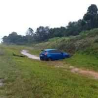 Asfalto mojado: Perdió el control en la ruta 14 y terminó en la banquina