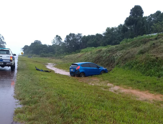 Asfalto mojado: Perdió el control en la ruta 14 y terminó en labanquina