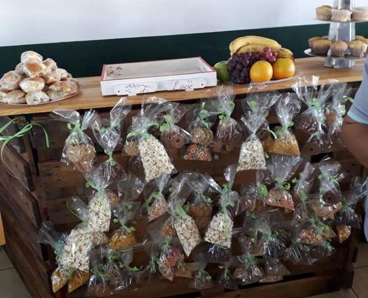 """Presentaron modelo de """"kiosko saludable"""" para las escuelas: incluye yogurt, licuados, frutos secos y barras decereal"""