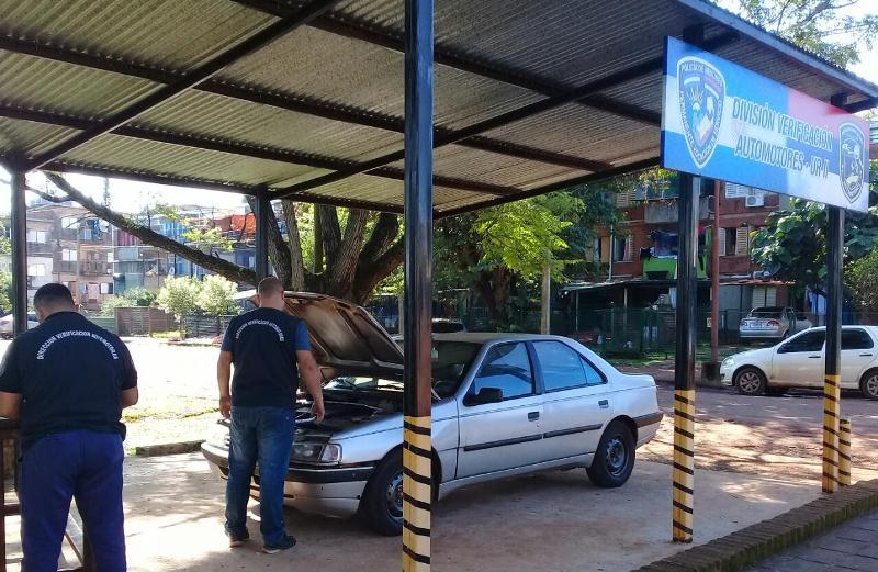 Secuestran un auto con números de chasis y motoradulterados