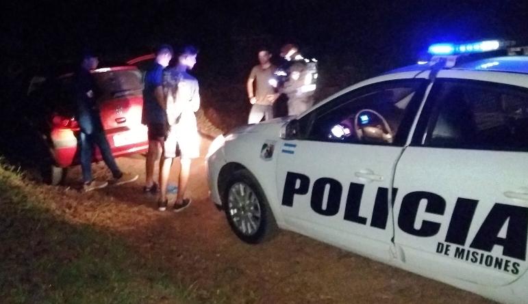 Adolescentes demorados por hacer picadas en la ruta 14, uno le robó el auto alpadre