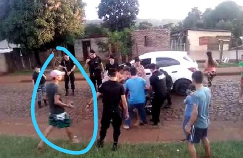 Vecinos con piedras ayudaron a motociclista en infracción a escapar de lapolicía