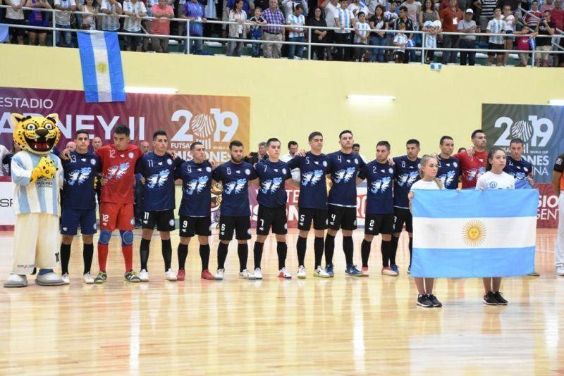 Mundial de Futsal: La selección y una camiseta con las Islas Malvinas recordando a los ExCombatientes