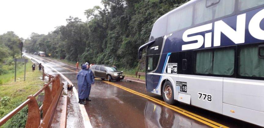 Cuadruple choque involucró un colectivo, un camión y dosautos