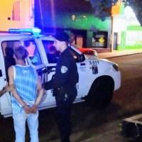 Sujeto alterado intentó golpear a un policía frente a un pub en calle Córdoba