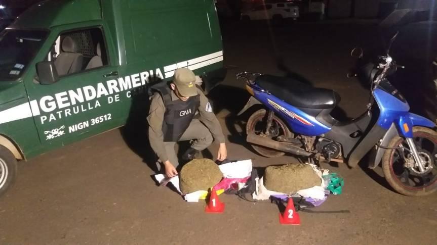 Motociclistas detenidos con $740.000 en marihuana dentro de lamochila