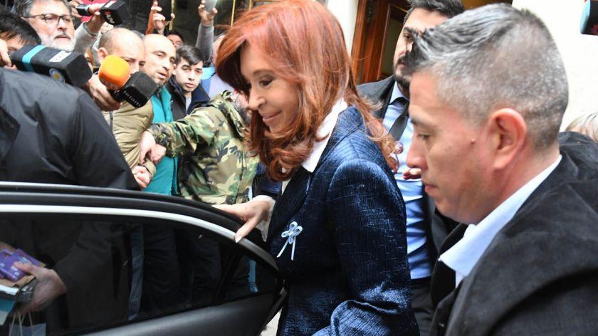 """Juicio: Cristina se retiró de Comodoro Py sin hacer declaraciones; Alberto Fernández es uno de los testigos y opinó: """"Esinocente"""""""