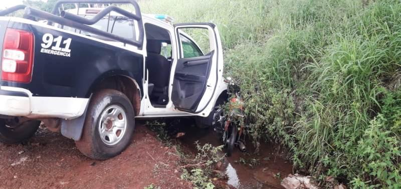 Tras persecución, un móvil policial terminó impactando a moto dedelincuentes