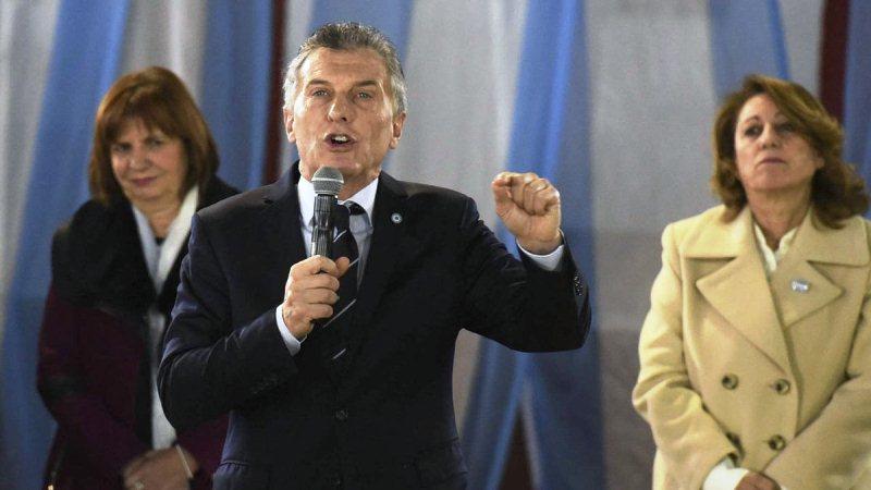 """Macri apuntó contra los Moyano y pidió terminar con los """"comportamientos mafiosos"""""""
