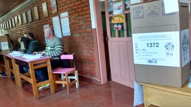En las PASO el voto en blanco es tenido en cuenta para el cálculo, en las generalesno
