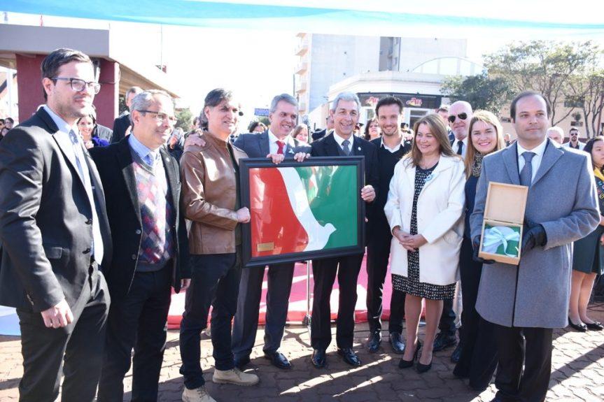 Entregaron placa recordando al ex intendente Manuel Carlos Domínguez y al creador de la banderaobereña