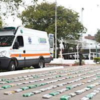 Trasladaban 376 kilos de marihuana en una ambulancia, simulaban una emergencia y quedaron detenidos