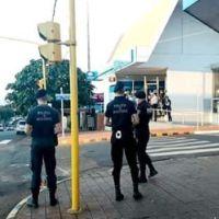 Volvieron de Brasil y abrieron su local de comidas no respectando la cuarentena, una pareja fue detenida