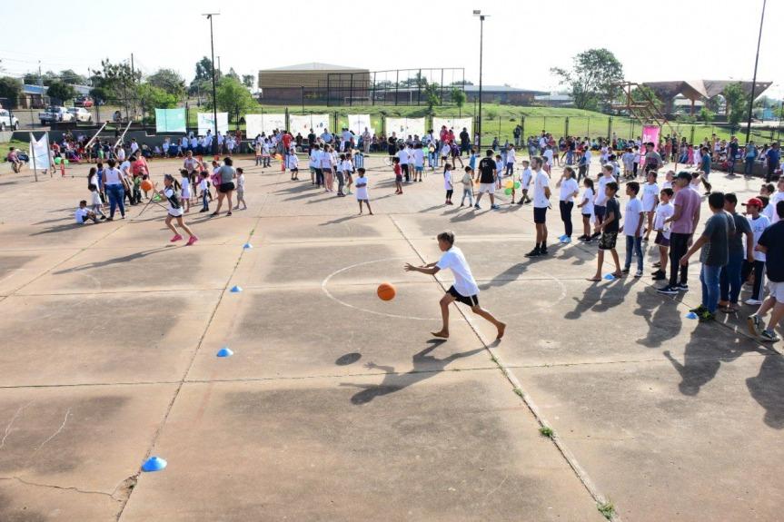 La EBY llevó adelante actividades deportivas por el día delniño