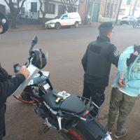 Hombre armado con una 9mm intentó robar a varias personas en Plaza Malvinas