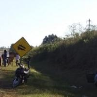 Chocó con un motociclista y volcó en la ruta 14