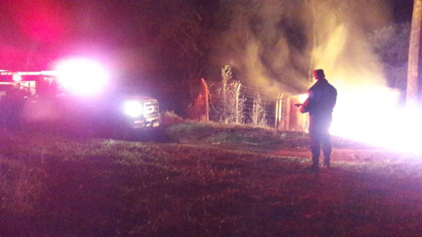 Fuego consumió una vivienda en su totalidad en el Km0