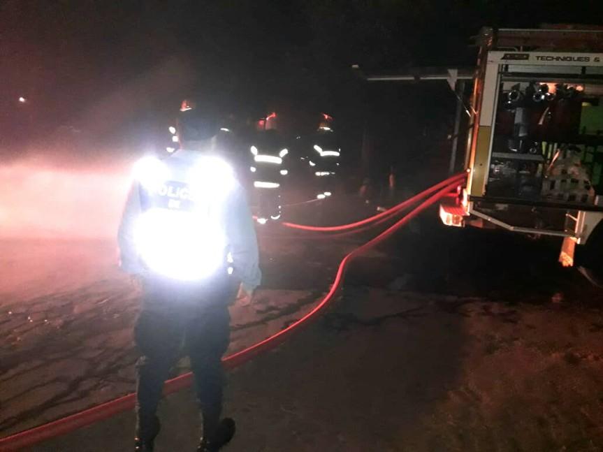 Fuego destruyó por completo una casa; el incendio se habría iniciado por unasalamandra