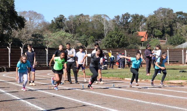 Se realizó la instancia zonal de atletismo con salto en alto, lanzamiento bala, jabalina, y carreras en los Juegos DeportivosMisioneros
