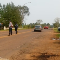Intentaron chocar a un agente para escapar pero se les apagó la moto y fueron detenidos