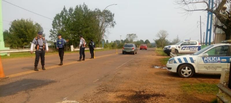 Intentaron chocar a un agente para escapar pero se les apagó la moto y fuerondetenidos