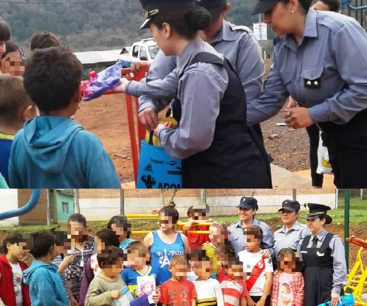 Mujeres policías hicieron un fondo común y compraron regalos para losniños