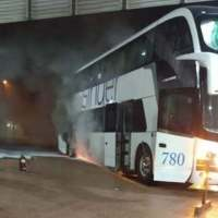 """Ómnibus se incendió en la terminal: """"se escuchó una explosión y comenzó el fuego"""""""