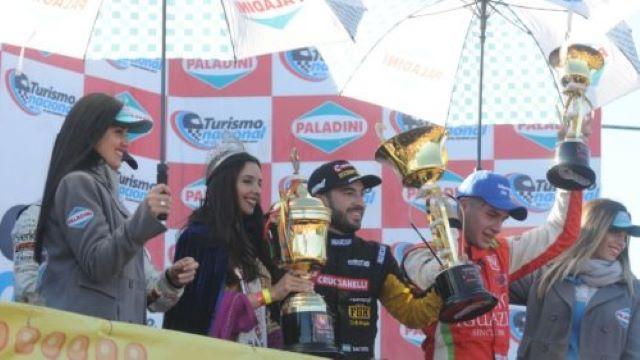 Turismo Nacional: frente a 25 mil espectadores, Julián Santero se llevó la victoria, y Bundziak obtuvo su primerpodio